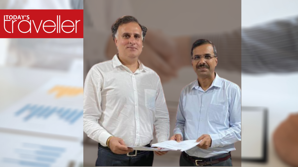 Rohit Arora, Designated Partner, Rasa Sarovar Premiere, MUssoorie (left) with Rajesh Ranjan, Vice President- Development (right) at the signing of Rasa Sarovar Premiere, Mussoorie