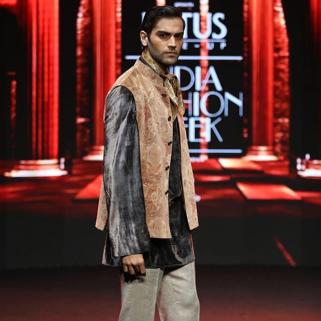 IMG 5522 Ravi Bajaj 60/70s throwback makes it big at phygital India Fashion Week