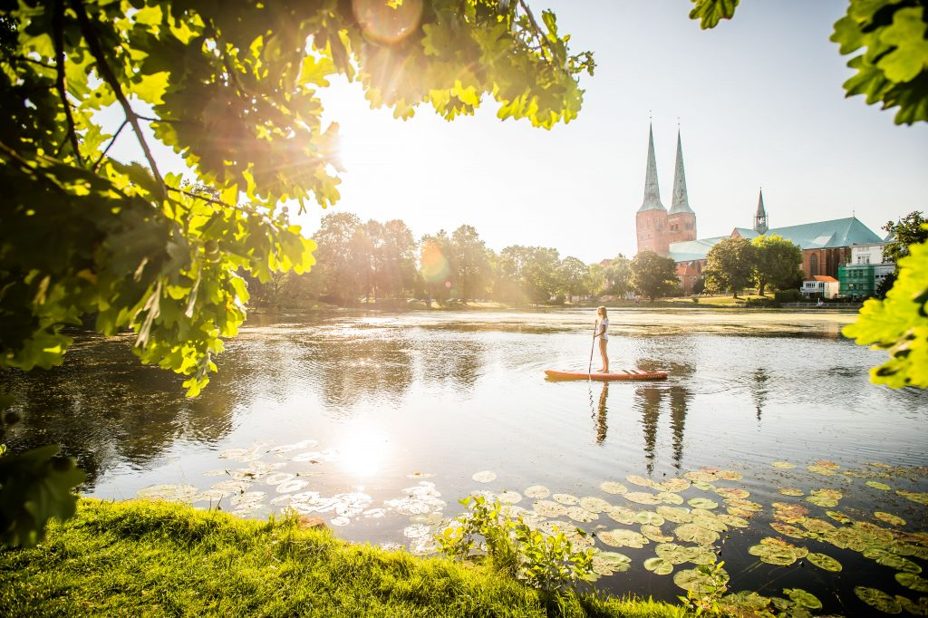 Lübeck Stand up paddling auf dem Mühlenteich mit Dom Destination Germany – Simply Inspiring will continue to carry us through this difficult time
