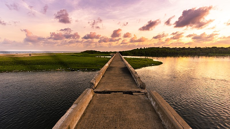 800px Adyar Broken Bridge 7 unexplored places in Chennai to surprise and wow you