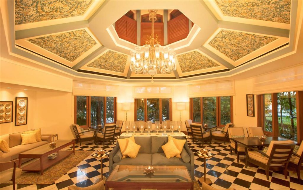 Lounge - Ananda in the Himalayas