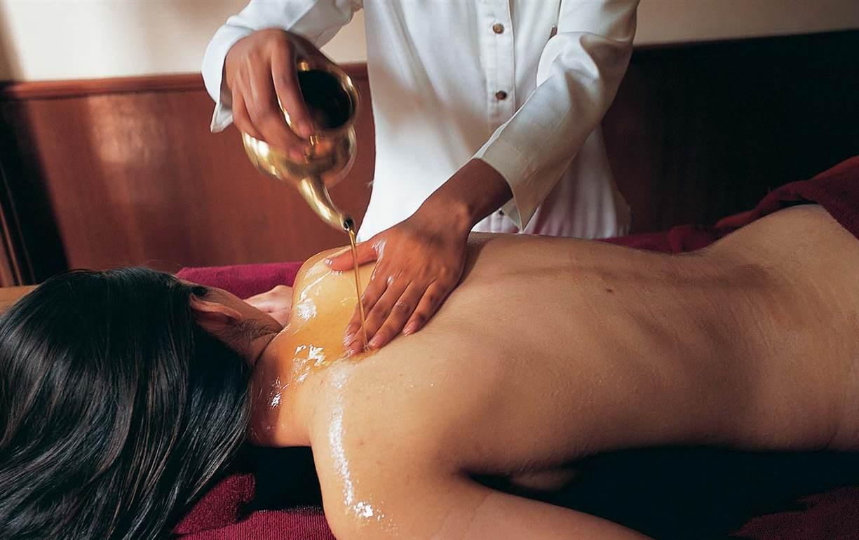 Oil Massage - Ananda in the HimalayasAnanda in the Himalayas