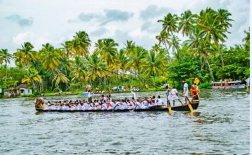 Kerala - Vallamkali - The Iconic Boat Race